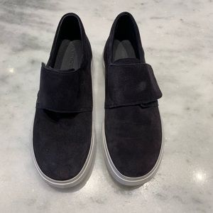 Vince Navy sneakers with Velcro closure